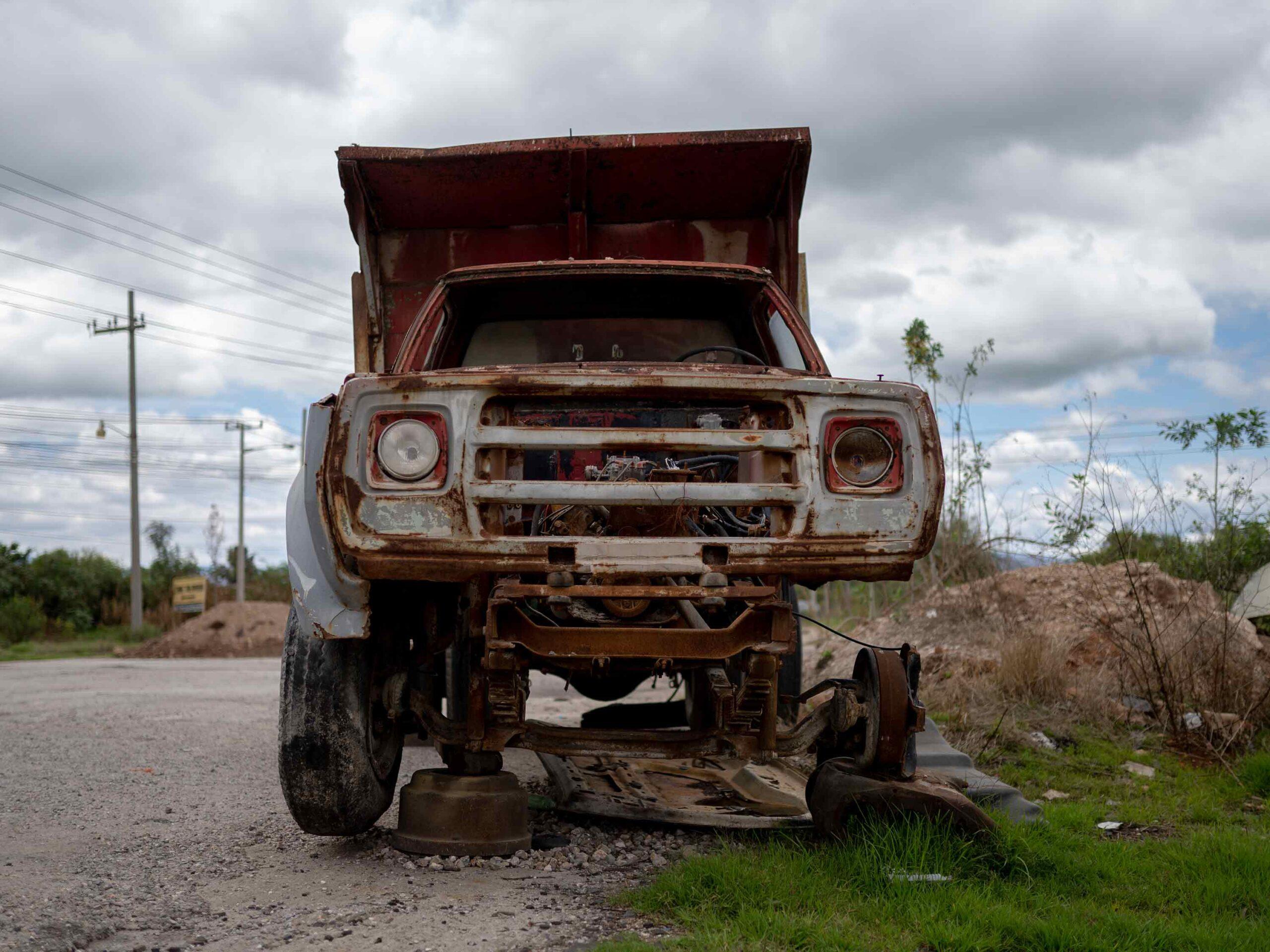 Tula camión oxidado